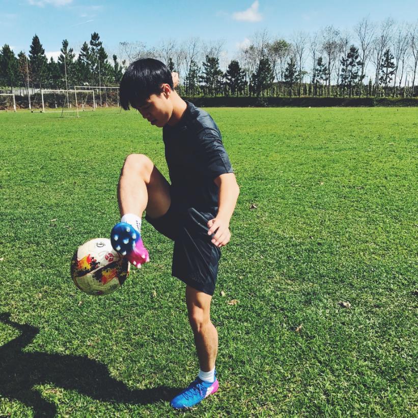 NEVER FOLLOW – Nỗ lực để trở thành  người dẫn đầu của những cầu thủ Việt - Bóng Đá