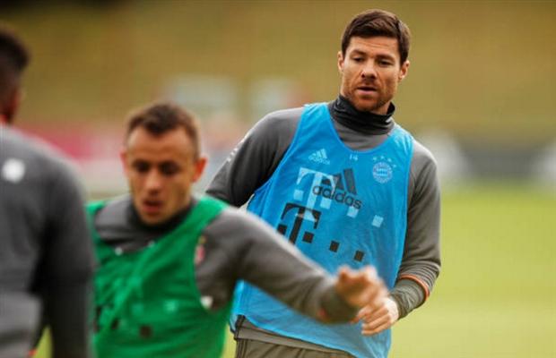 Đồng đội đi hết, Alonso và Lahm lập team riêng tập luyện - Bóng Đá