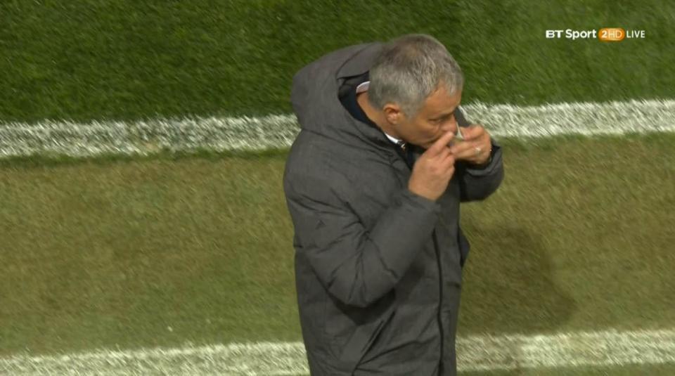 Mourinho dùng bùa để giúp Man Utd khỏi bị Hòa Minzy ám? - Bóng Đá