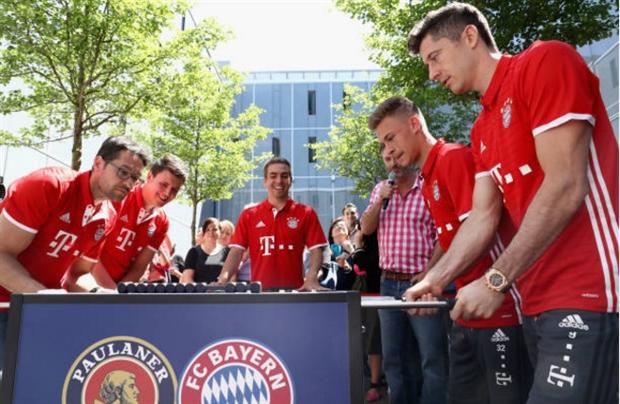 Dàn sao Bayern căng thẳng tột độ với... banh bàn - Bóng Đá