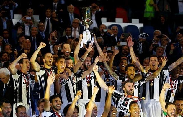 Dàn sao Juve thi nhau 'câu like' bằng cúp Coppa Italia - Bóng Đá
