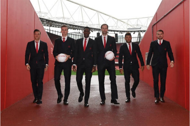 Gác lại top 4, sao Arsenal vẫn lung linh đi từ thiện - Bóng Đá