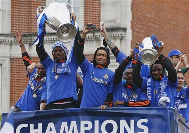 Ngày này năm xưa: Chelsea tưng bừng đưa cúp Champions League về London - Bóng Đá