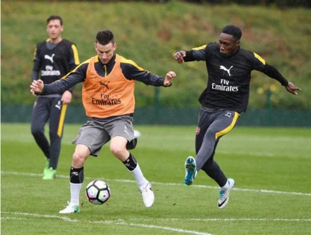 Sanchez và Ozil 'tám' bất chấp trên sân tập của Arsenal - Bóng Đá