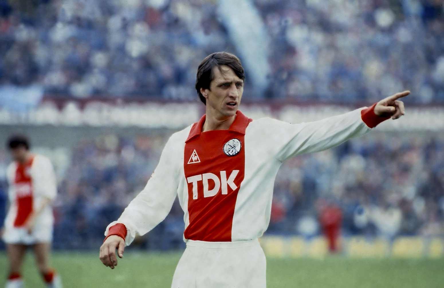 Kết quả hình ảnh cho Johan Cruyff ngày còn trẻ ở Ajax.