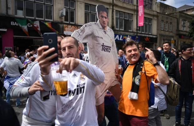 Bóng chưa lăn, nhưng fan Real đã ngất ngây trong men rượu - Bóng Đá