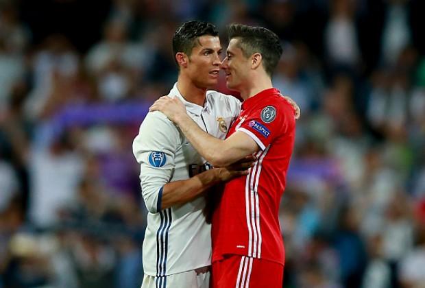 Đại diện xác nhận Lewandowski đang buồn, vì Ronaldo?