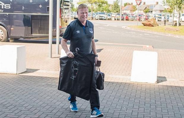 Rooney và dàn sao Everton mệt mỏi di chuyển tới Hà Lan - Bóng Đá