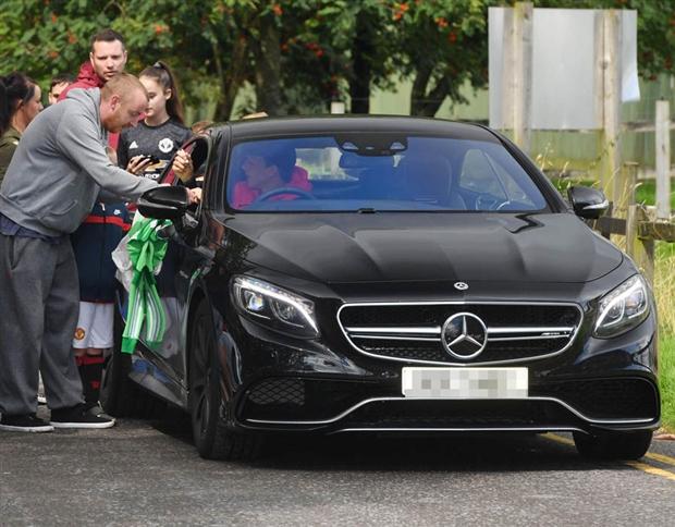 Đá tệ, nhưng Lindelof vẫn được fan Man Utd chào đón nhiệt tình - Bóng Đá