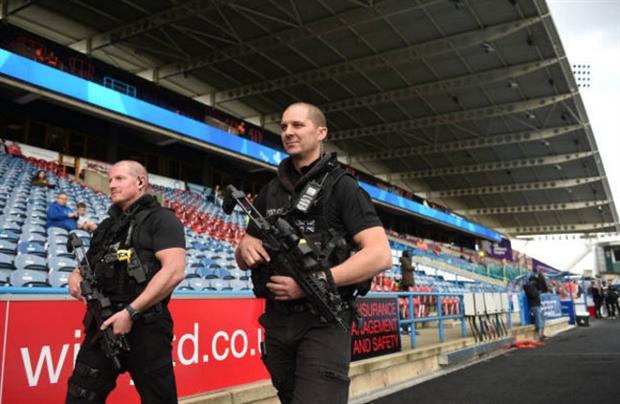Đồng đội thì hớn hở, Coutinho lại đầy căng thẳng tại Anfield - Bóng Đá