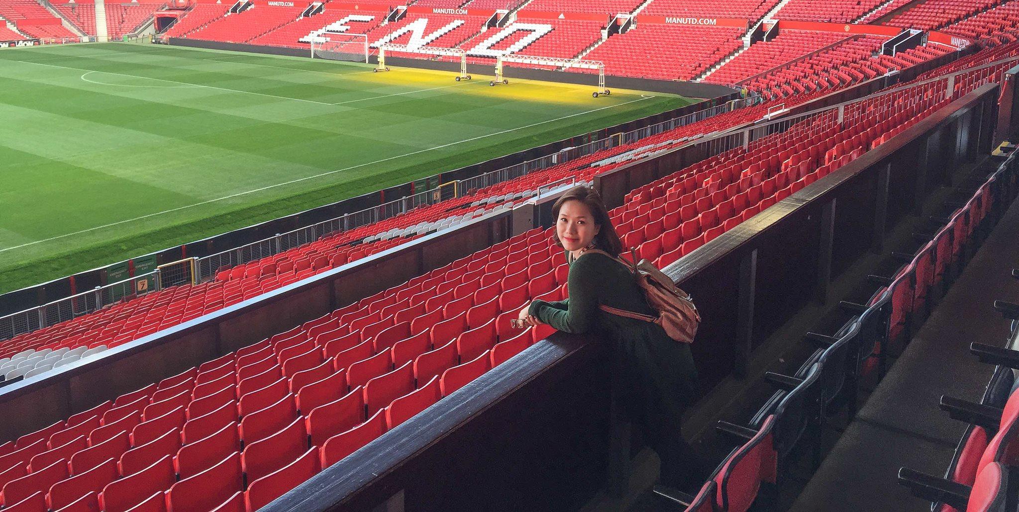 'Nữ thần' nhạc Việt thế hệ 8x, 9x bất ngờ đặt chân tới Anfield - Bóng Đá