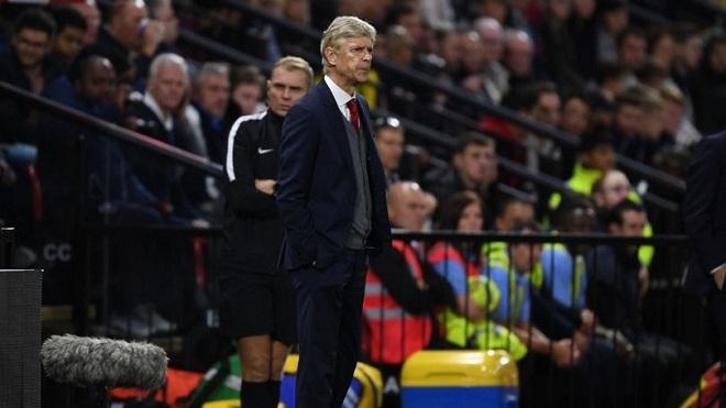 Dọa trọng tài trong phòng thay đồ, án phạt của Wenger là gì?