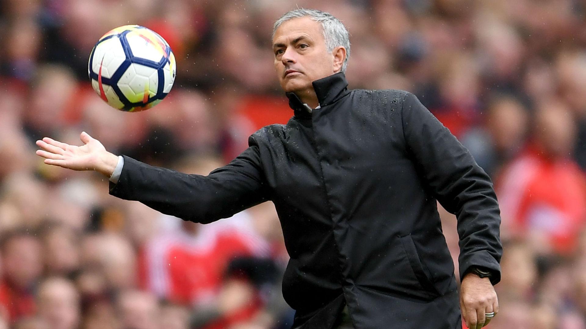 Mourinho bóng gió về một trận hòa trước Benfica - Bóng Đá