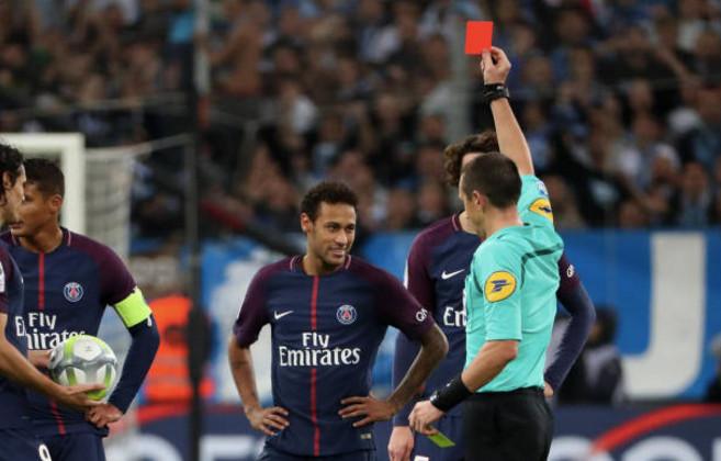 Sân cỏ châu Âu tối qua: Thẻ đỏ của Neymar, 'động đất' tại Merseyside - Bóng Đá