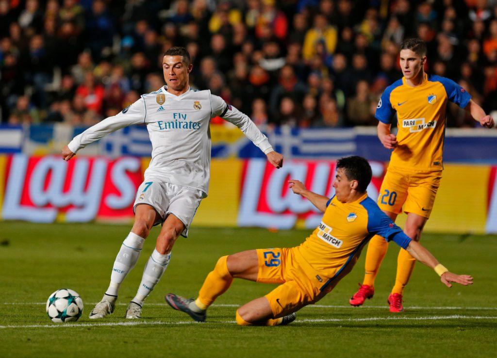 NHM sốc khi Ronaldo chịu kiến tạo để Benzema ghi bàn - Bóng Đá