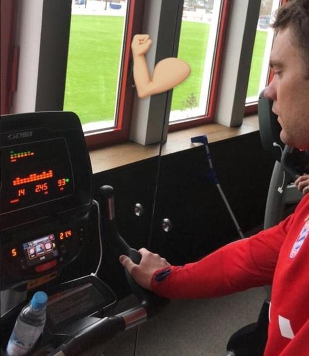 Vừa bỏ nạng, Neuer đã lao vào tập luyện điên cuồng - Bóng Đá