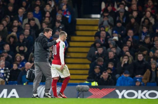 Wilshere chấn thương, Wenger nhấp nhỏm lo lắng trên khán đài - Bóng Đá