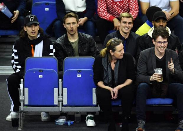 Griezmann bỏ đội đi xem bóng rổ, Simeone nói gì? - Bóng Đá