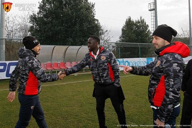 Sagna được giới thiệu như người hùng trong trận đấu của Benevento - Bóng Đá