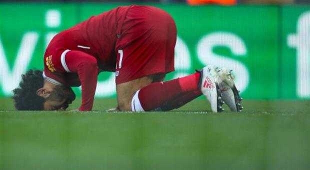 'Vua Ai Cập' xuất hiện tại Anfield trong ngày Salah lập kỷ lục - Bóng Đá