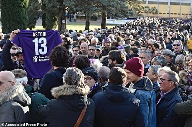 Người hâm mộ tập trung tại Franchi cầu nguyện cho Astori  - Bóng Đá
