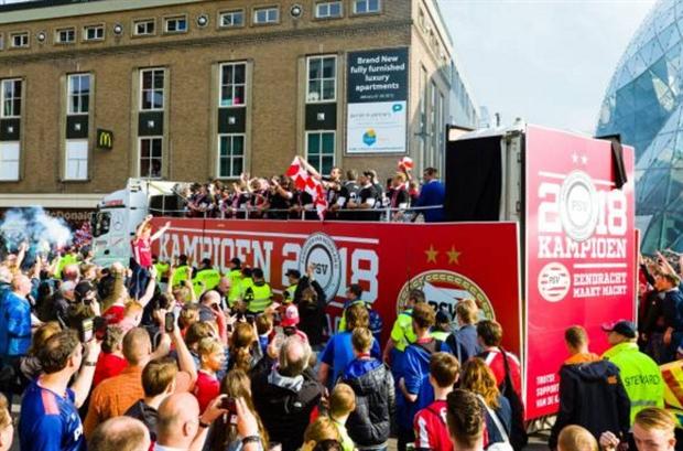 PSV vô địch Eredivisie