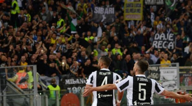 Hủy diệt Milan, Buffon ôm đồng đội khóc nức nở  - Bóng Đá