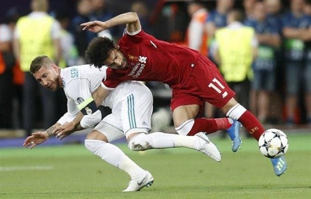 Cận cảnh Ramos triệt hạ Salah tại Kiev - Bóng Đá