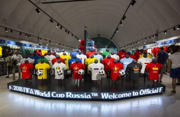 Toàn cảnh đa sắc màu tại khu vực Fanfest tại Moscow - Bóng Đá
