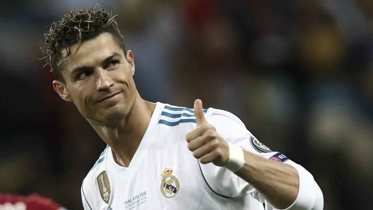 Huyền thoại Sacchi cảnh báo 'thảm họa' sẽ theo Ronaldo tới Ý - Bóng Đá