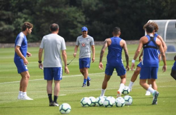 Sắp bay ghế, Conet vẫn miệt mài tập luyện cho Chelsea - Bóng Đá