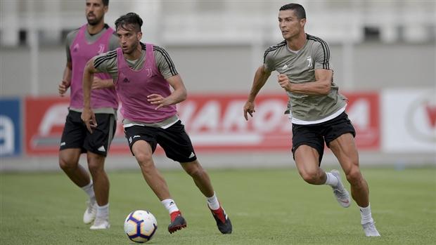 HLV Allegri đầy nghiêm khắc trong buổi tập đầu cùng Ronaldo - Bóng Đá