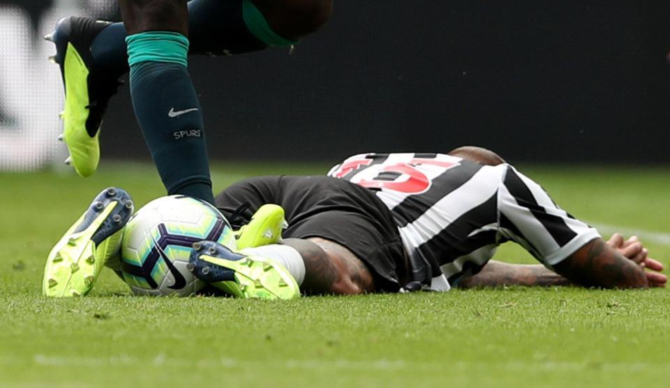 Mới đầu mùa, sao Tottenham đã đối mặt với án phạt nặng - Bóng Đá