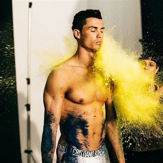Ra mắt mẫu đồ lót mới, Ronaldo để lộ body siêu chuẩn  - Bóng Đá