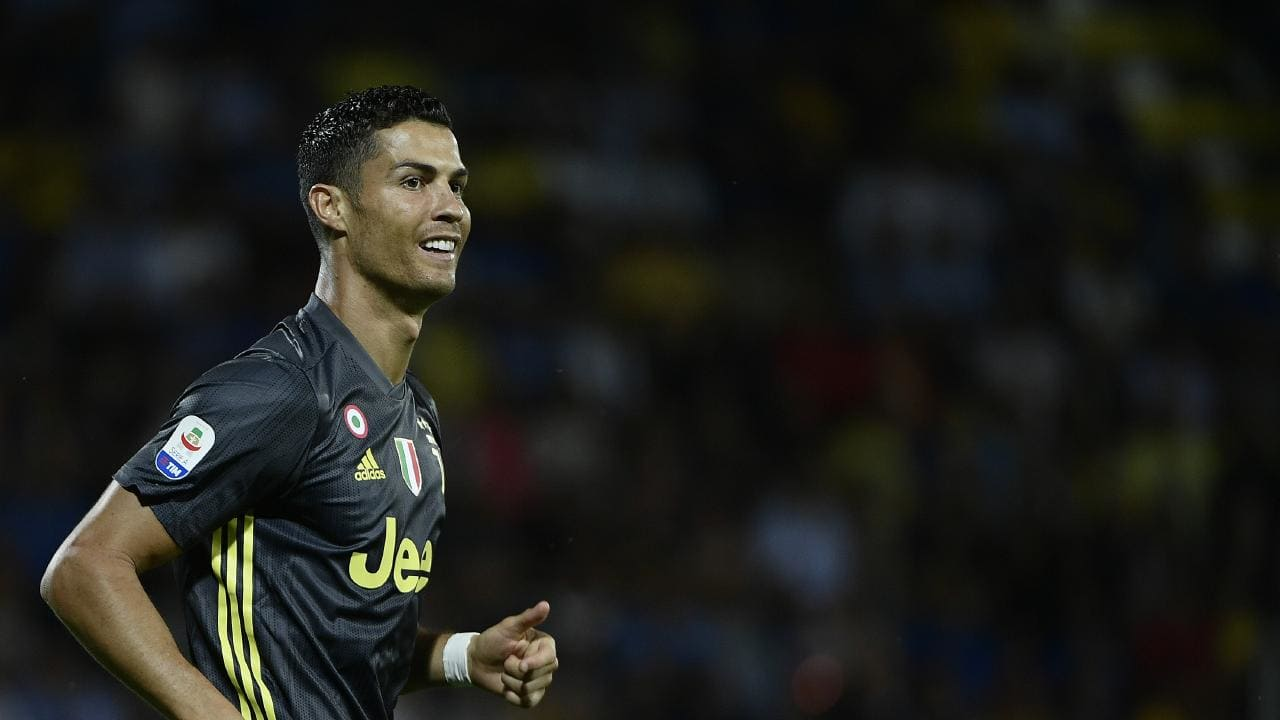 Đi ngược với dư luận, Văn Quyết chọ Ronaldo là 'The Best' - Bóng Đá