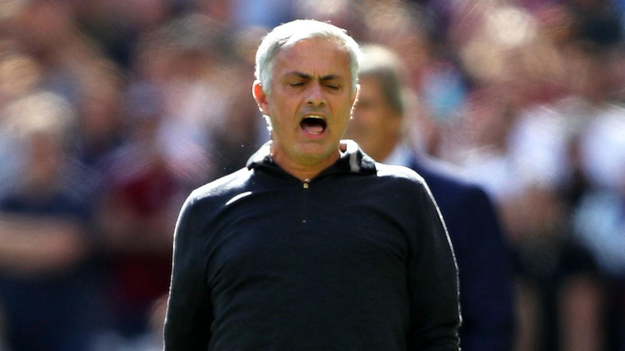 'Mourinho chỉ biết mua, không biết huấn luyện' - Bóng Đá