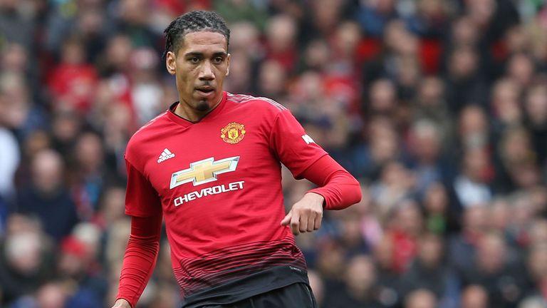 Smalling gặp hạn, hàng thủ Man Utd khủng hoảng trầm trọng - Bóng Đá