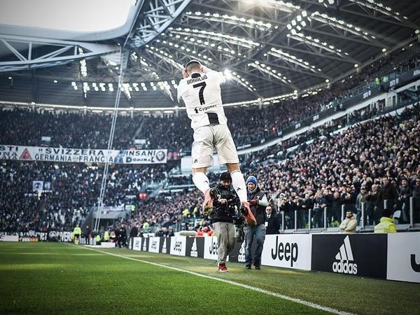 UAE mời chào Ronaldo với mức lương ngất ngưỡng - Bóng Đá