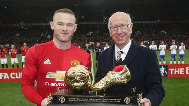 Ngày này năm xưa: Rooney chính thức phá kỷ lục của Sir Bobby Charlton - Bóng Đá