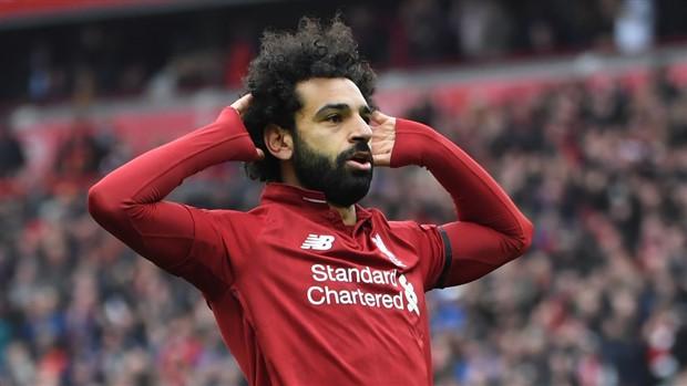 Salah lịch lãm diện kiến 'Mẹ Rồng' - Bóng Đá