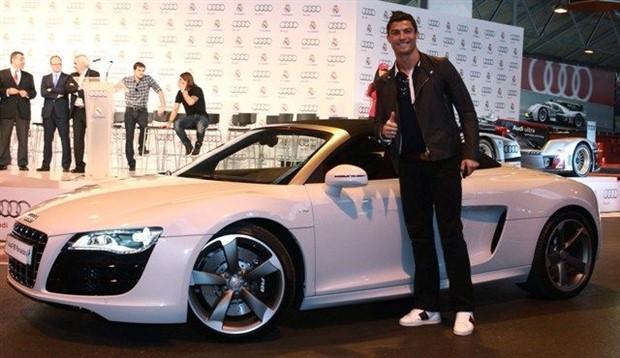 Cận cảnh dàn xế hộp siêu khủng của Ronaldo - Bóng Đá