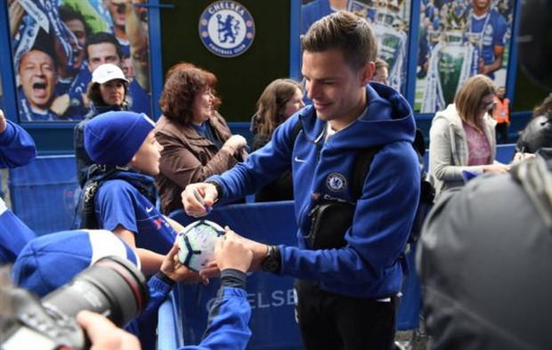 Sau màn 'chửi thầy', sao Chelsea mặt nặng tới Stamford Bridge - Bóng Đá