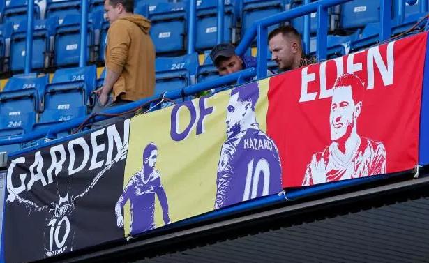 Chelsea gỡ băng rôn của Hazard khỏi Stamford Bridge - Bóng Đá