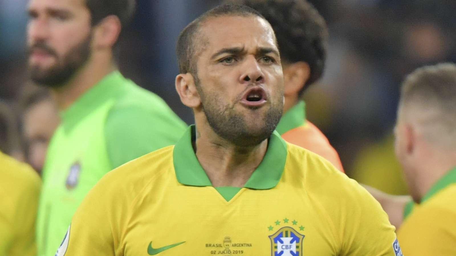 Người cũ Man Utd khuyên Liverpool nên chiêu mộ Dani Alves - Bóng Đá