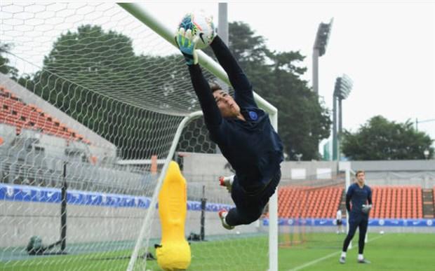 Học trò mướt mồ hôi, Lampard vẫn hả hê đứng nhìn - Bóng Đá