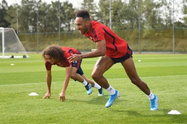 CĐV Arsenal tức điên vì màn