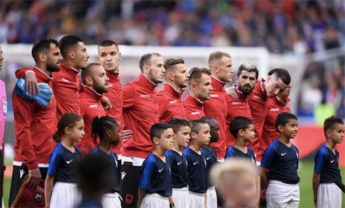UEFA mắc sai lầm khó tin, Stade de France