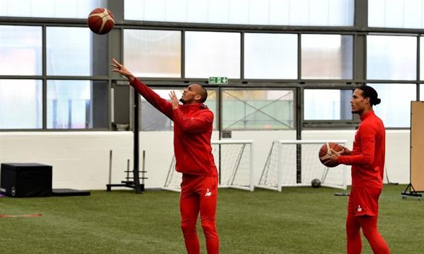Trước ngày tới Old Trafford, Liverpool tập bài lạ - Bóng Đá