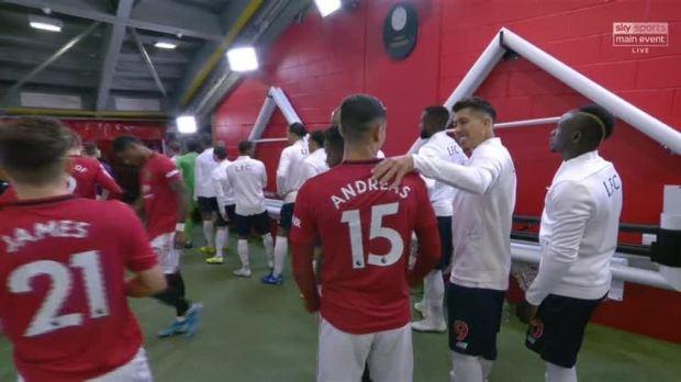 Sao Liverpool - Man Utd ôm nhau, NHM nghĩ gì? - Bóng Đá