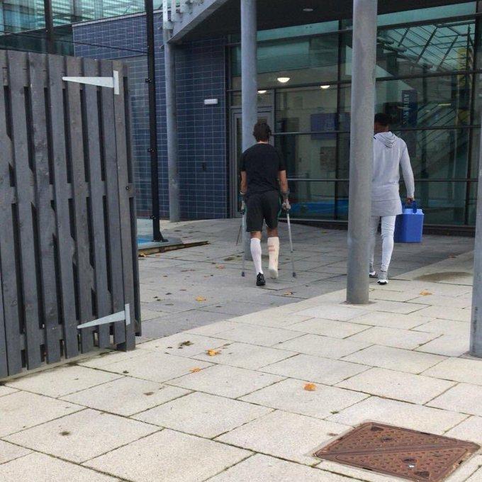 Vừa phẫu thuật xong, Andre Gomes đã vội trở lại Everton - Bóng Đá